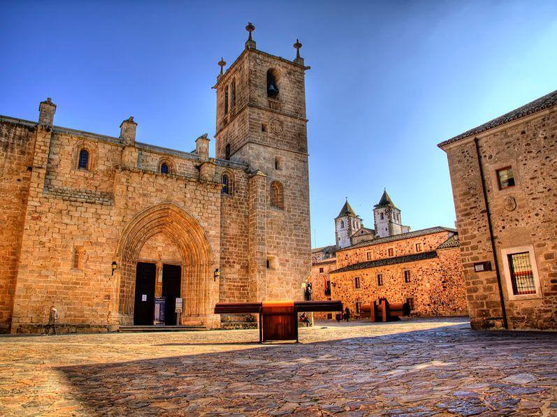 Hoteles para descansar y comer muy bien en España