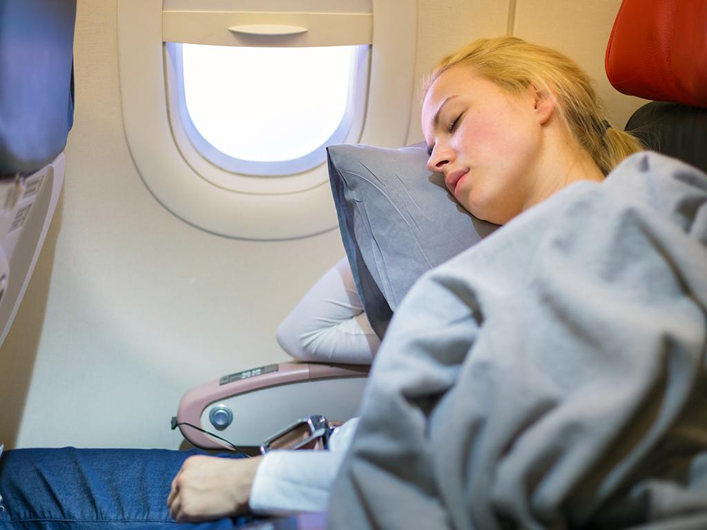 Dormir en el avión - consejos de belleza para viajar
