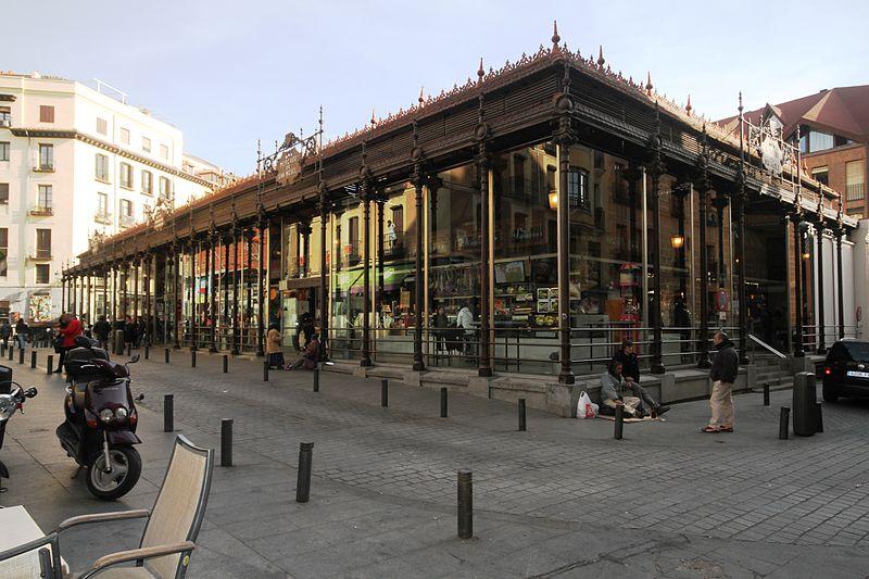 Vistas exteriores del mercado de San Miguel (Fuente: Wikipedia Commons)