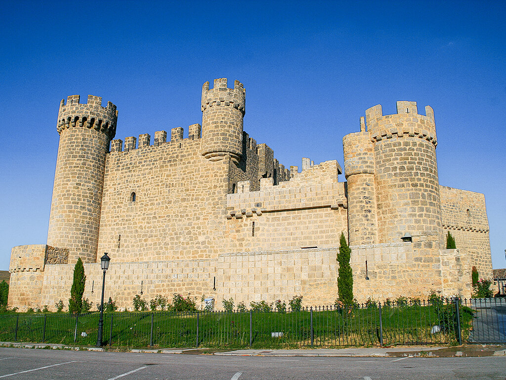 Castillo de Olmillos de Sasamón, dormir en un castillo