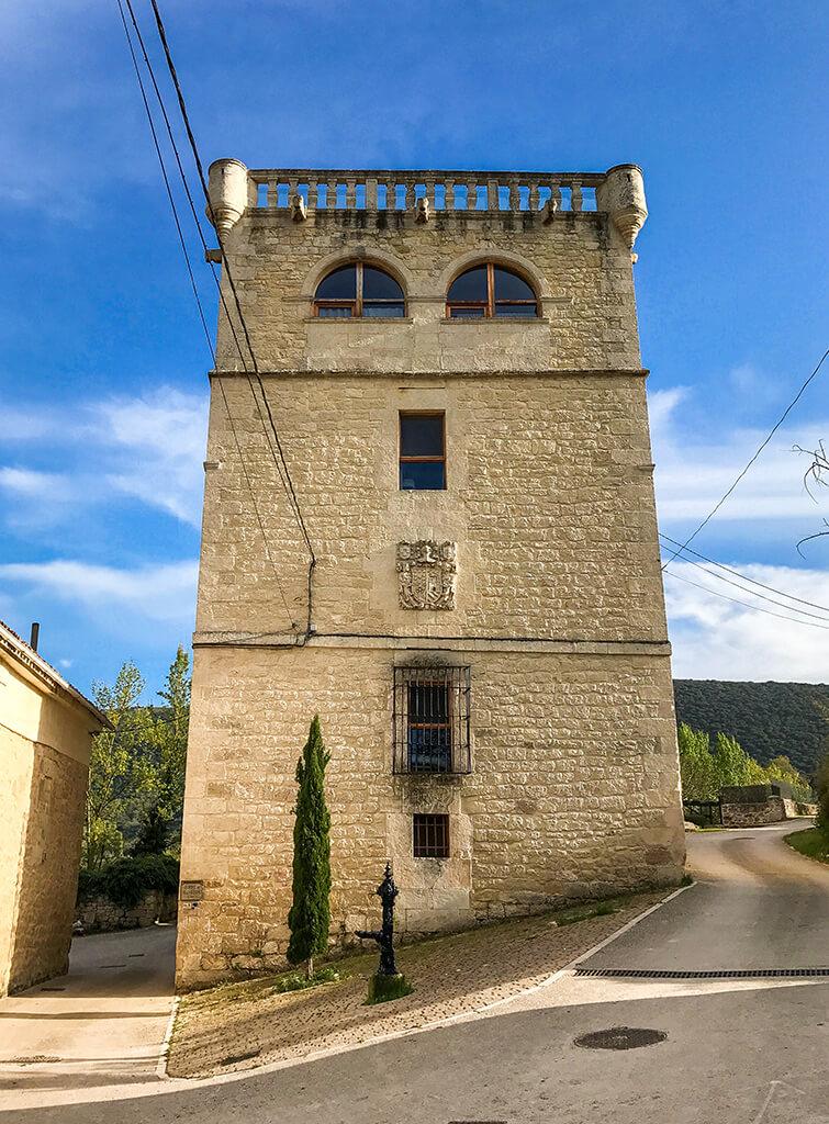 Torre de San Martín - Palacio del Inquisidor en Quintana de Valdivielso, dormir en un castillo