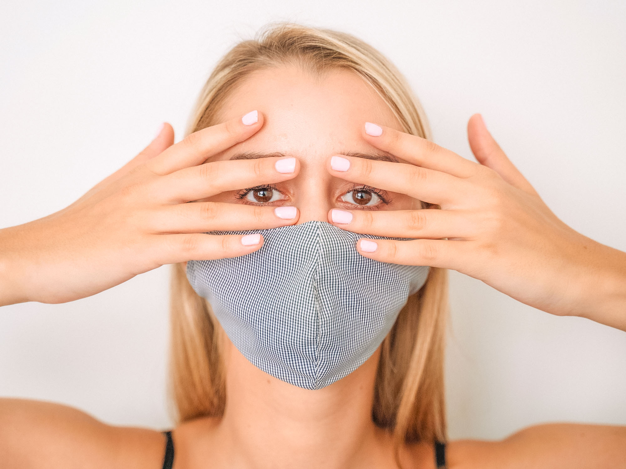 Cuidar la piel usando mascarillas