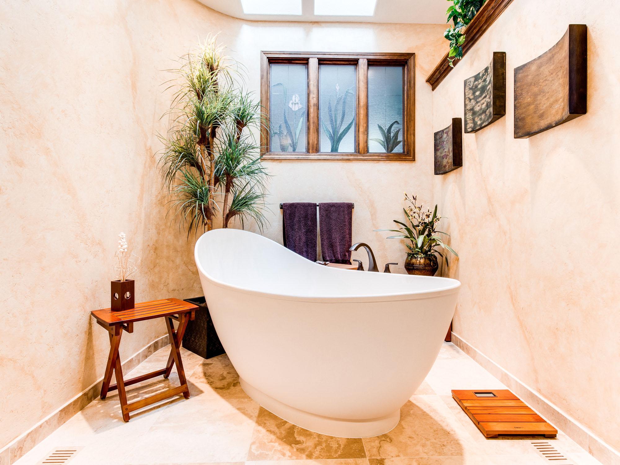 Bañera independiente, tendencias de decoración para el baño en Barcelona