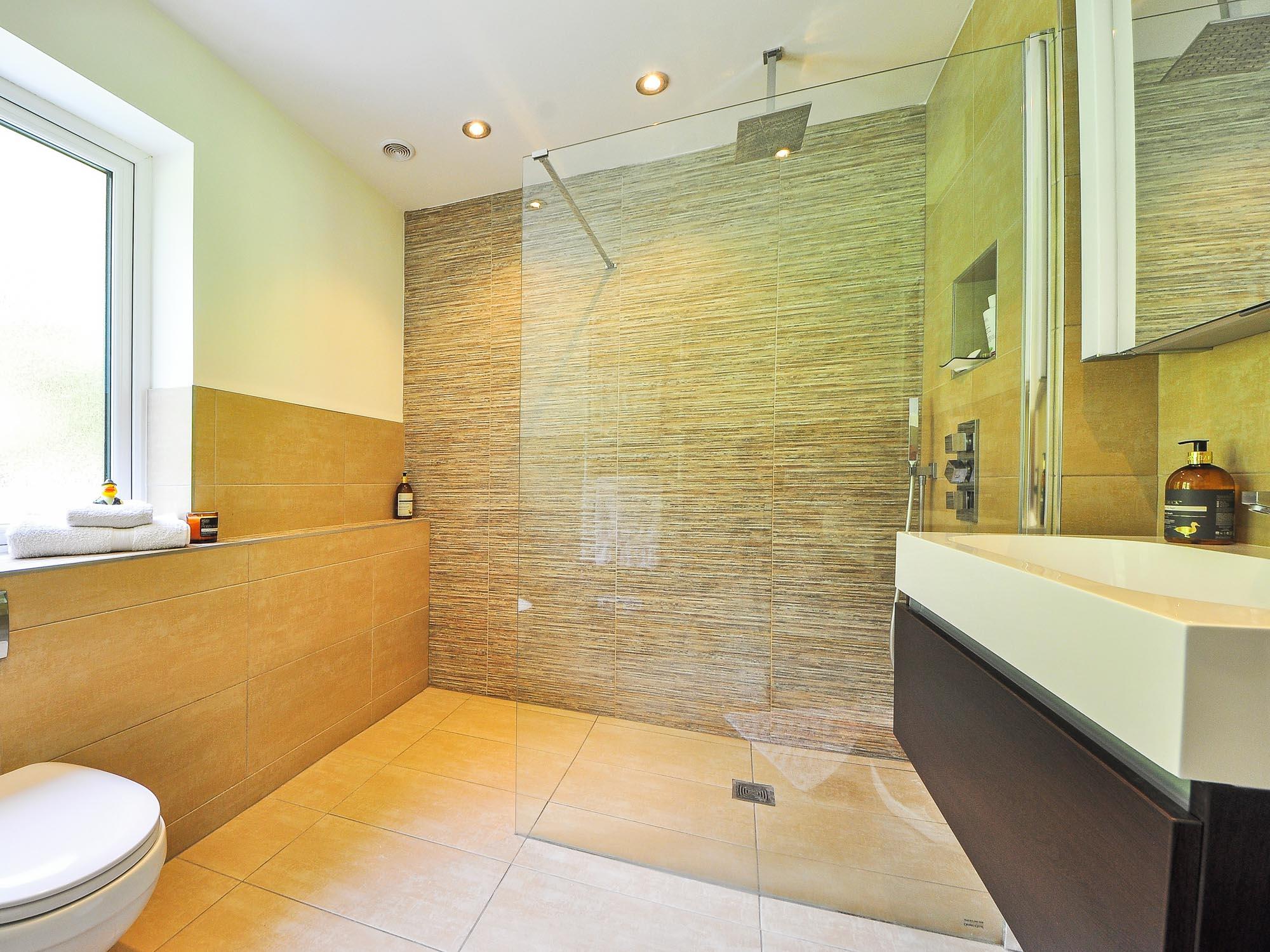 Ducha italiana, tendencias de decoración para el baño en Barcelona