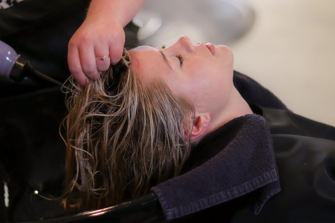Cuidado del cabello en la peluquería